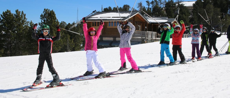 Les enfants profitent des pistes de ski